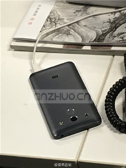Purported-Xiaomi-Mi-5-leaked-photos