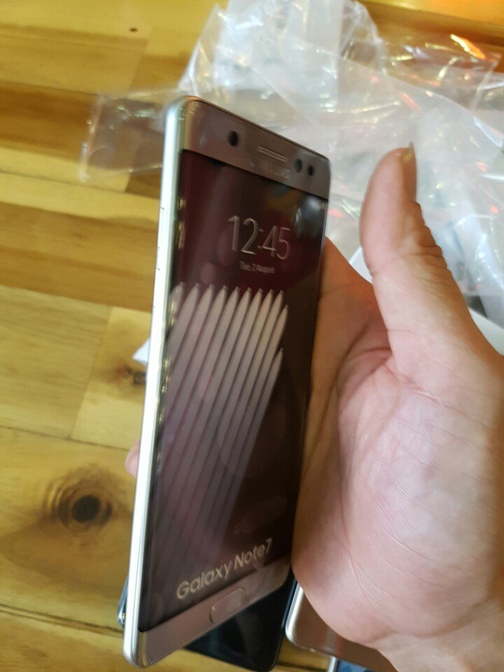 Note-7-box-leak-and-hands-on-pictures