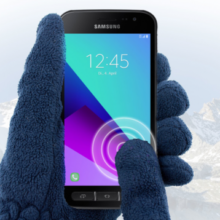 Samsung Galaxy XCover 4 with glove